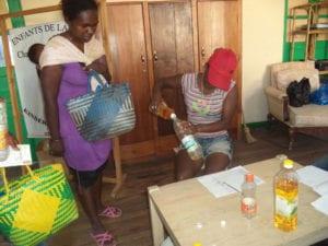 En plein distribution - 1l d'huile pour 5 enfants